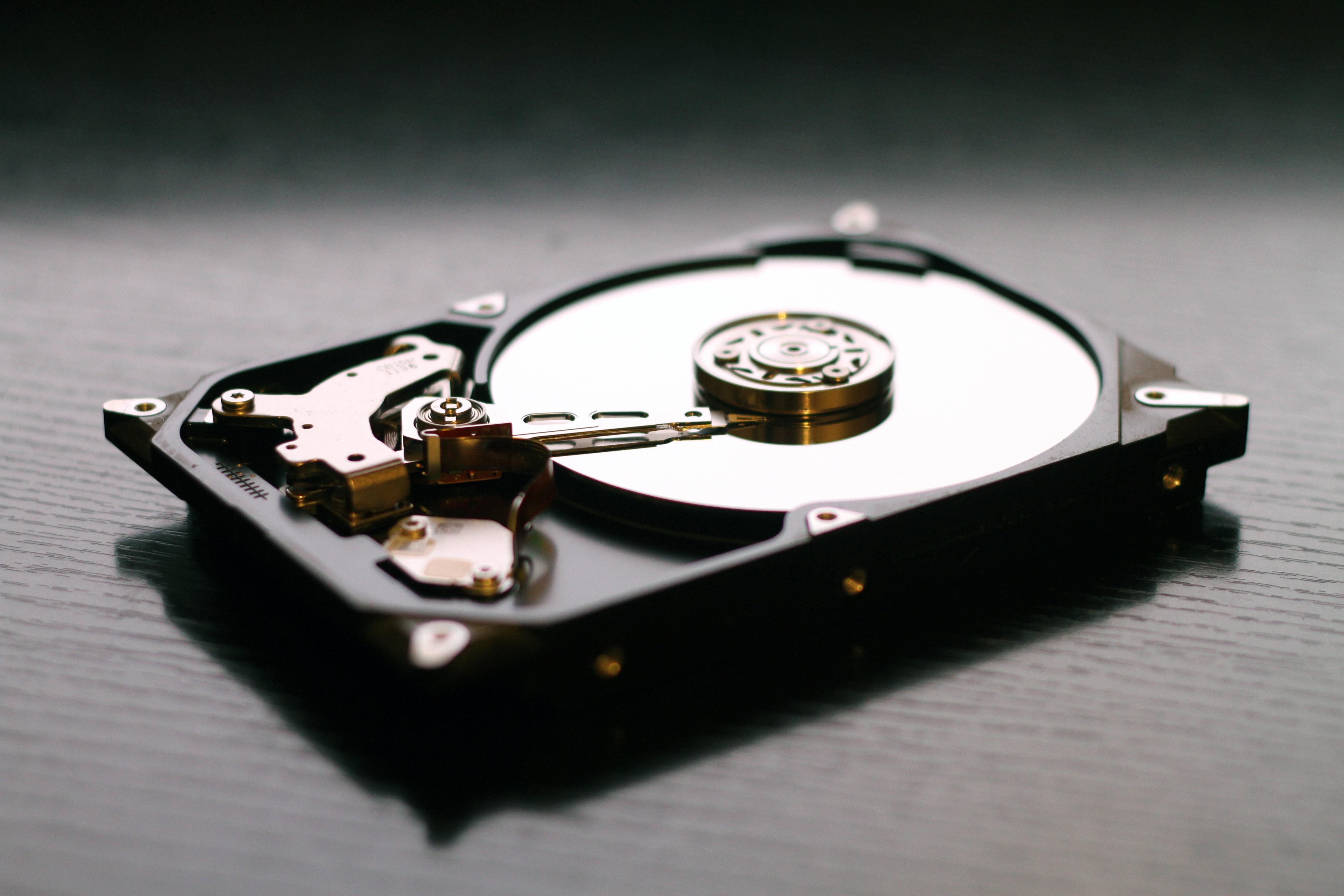 補助記憶装置(ストレージ)とは?HDDとSSDとは?