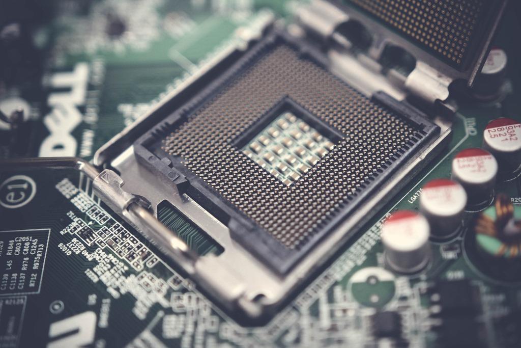 Intel CPU向けマザーボード選定時のソケットとBIOSアップデートの注意点について