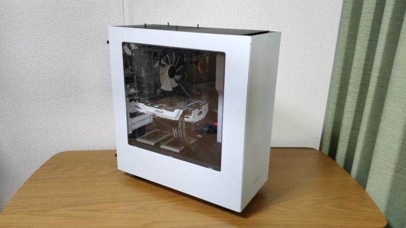 白ケースパソコン