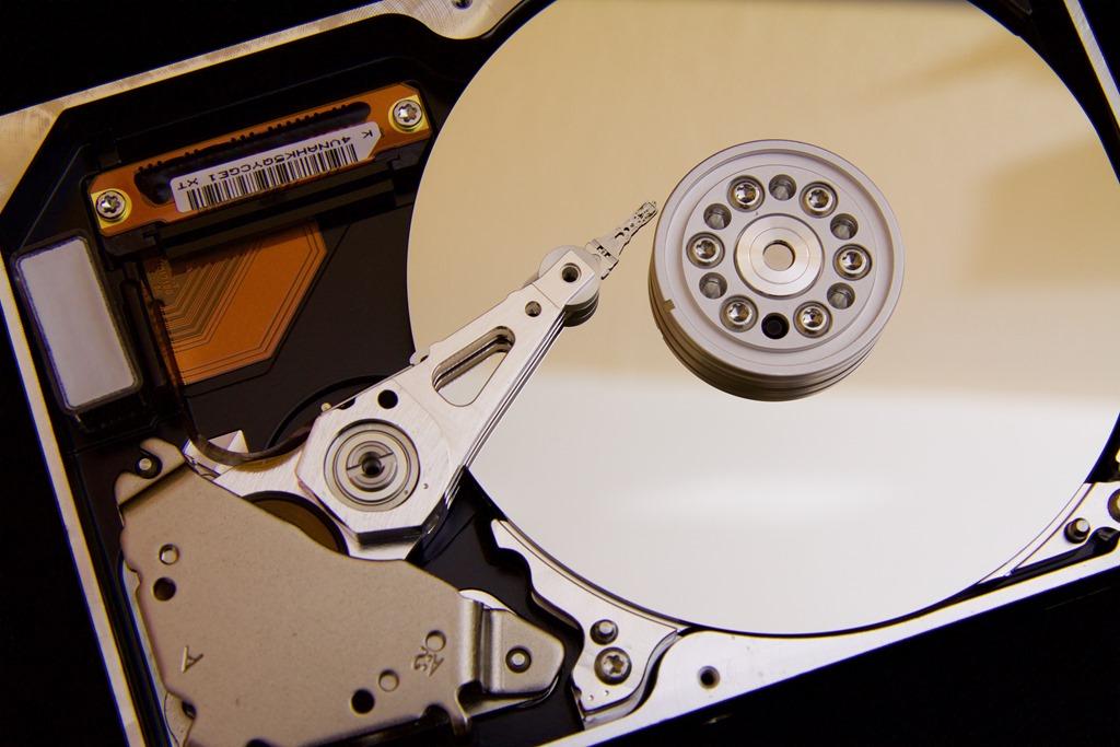 ノートパソコンはHDDとSSDでは、どちらの方が良いかという話