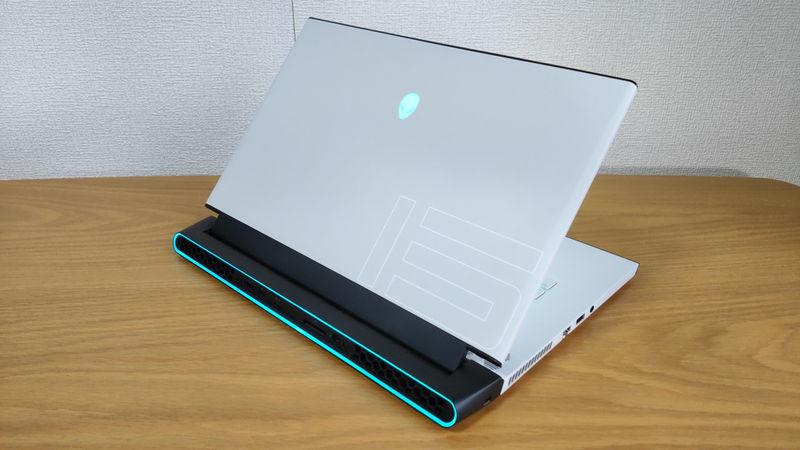 Alienware m15 R3の背面