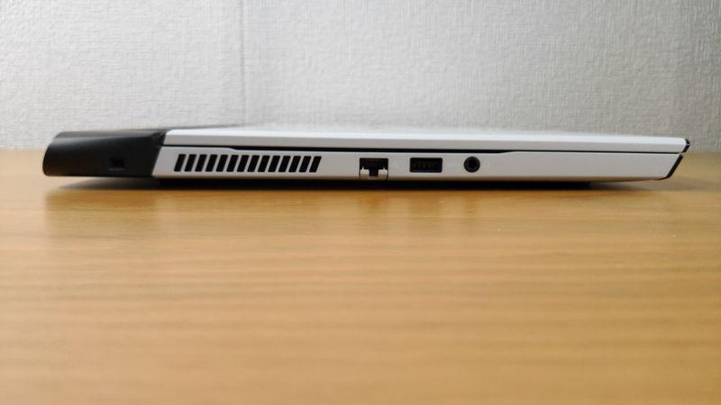 Alienware m15 R3の真横