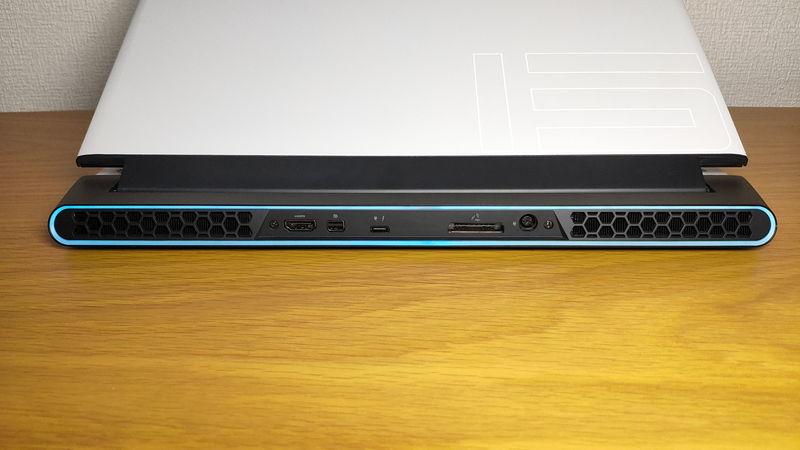 Alienware m15 R3のインターフェースの後側