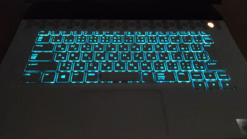 Alienware m15 R3のキーボードのLED ON時