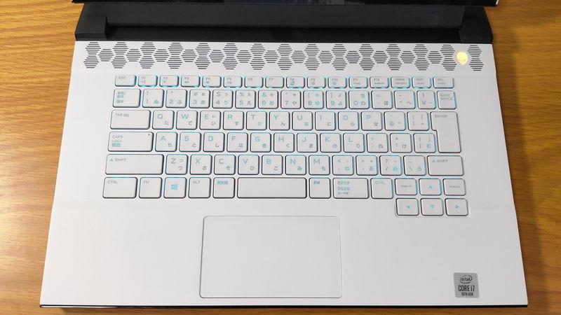 Alienware m15 R3のキーボードとタッチパッド