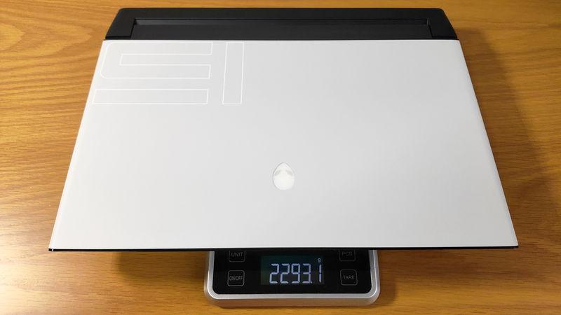 Alienware m15 R3の本体の重量