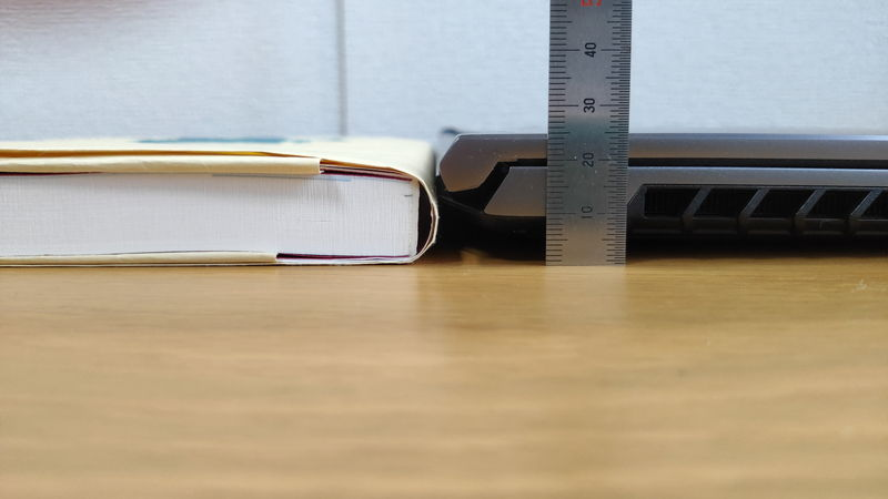 GALLERIA RL5R-G50Tの高さを本と比較