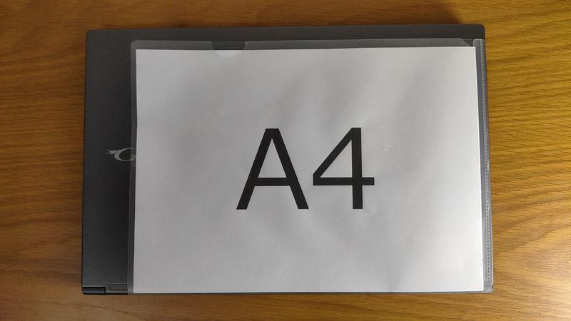 G-Tune E5-144のサイズをA4クリアファイルと比較