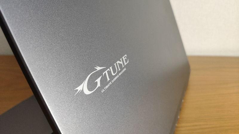 G-Tune E5-144の天板のロゴ