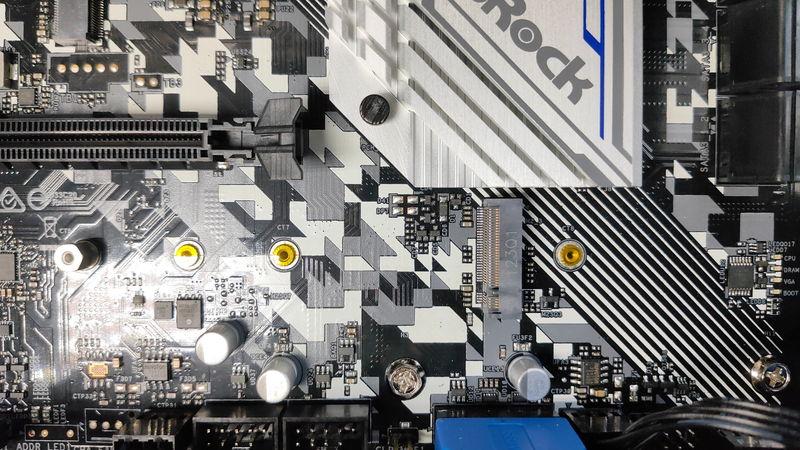 GALLERIA XA7R-67XT 3700XのHDD・SSDスロット1