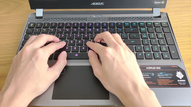 GIGABYTE AORUS 15Gのキーボードのホームポジション