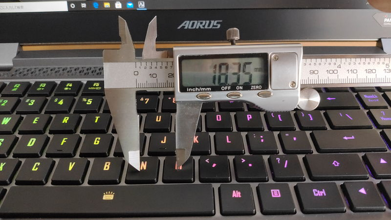 GIGABYTE AORUS 15Gのキーピッチ