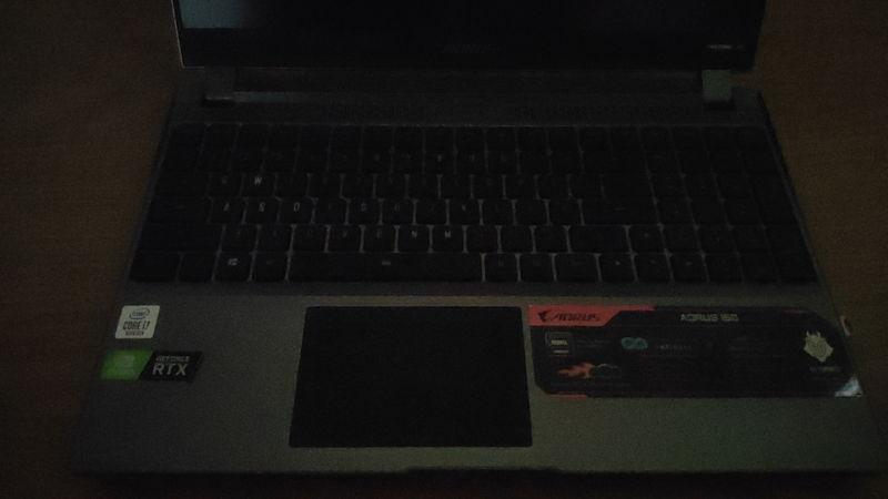 GIGABYTE AORUS 15GのキーボードのLED OFF時