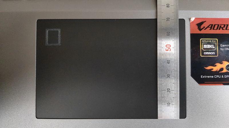 GIGABYTE AORUS 15Gのタッチパッドの縦の長さ