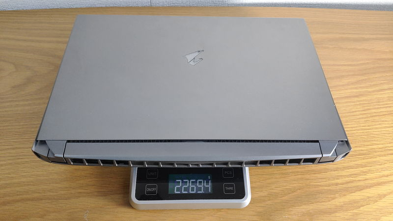 GIGABYTE AORUS 15Gの本体の重量