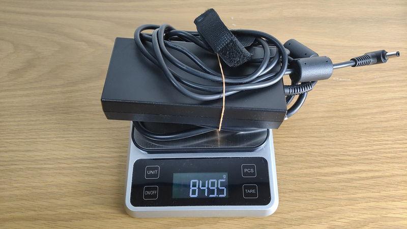 GIGABYTE AORUS 15Gの充電器の重量
