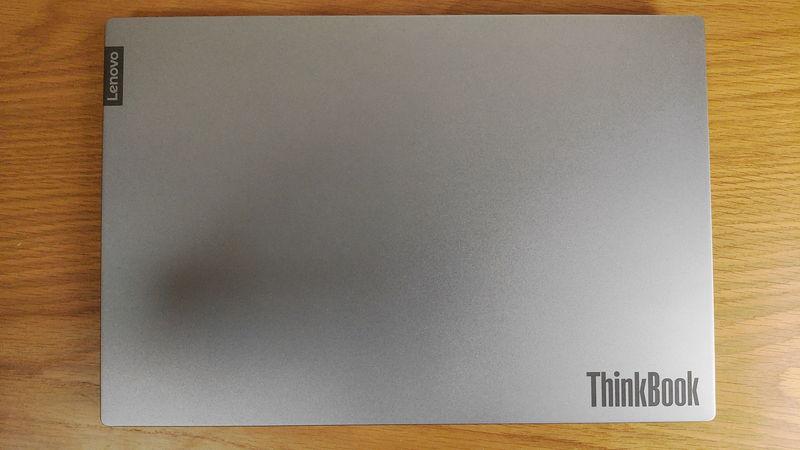 レノボ ThinkBook 15の天板